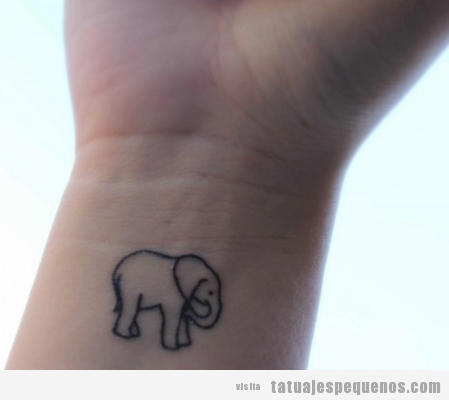 Tattoo pequeño para chica en la muñeca, elefante