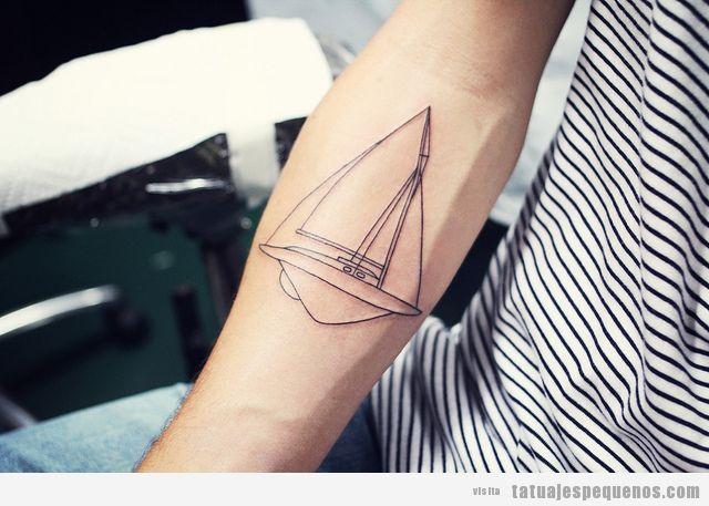 Tatuaje pequeño para chico en el brazo, barco velero