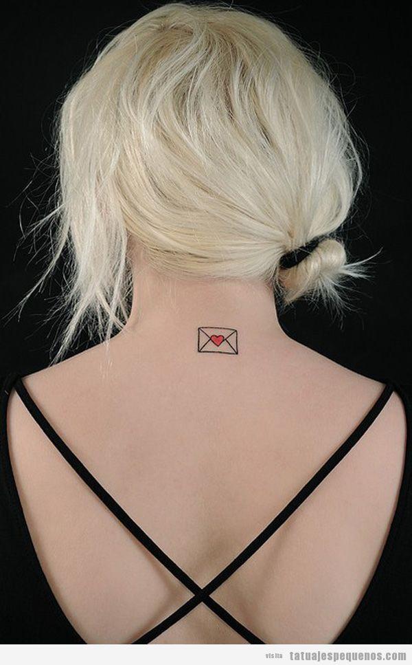 Tattoo pequeño y bonito para chica, una carta de amor en la espalda