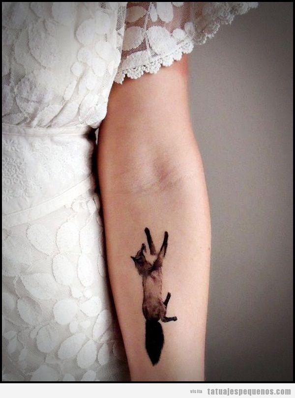 Tatuaje pequeño y original, un zorro en el brazo