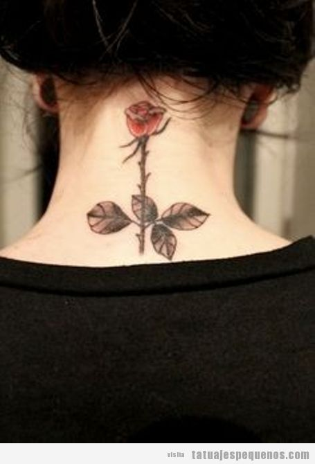 Tatuaje chica pequeño nuca rosa