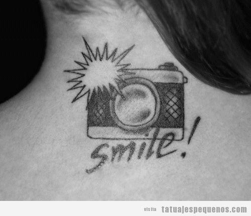 Ideas tatuajes pequeños espalda chico y chica, cámara de fotos