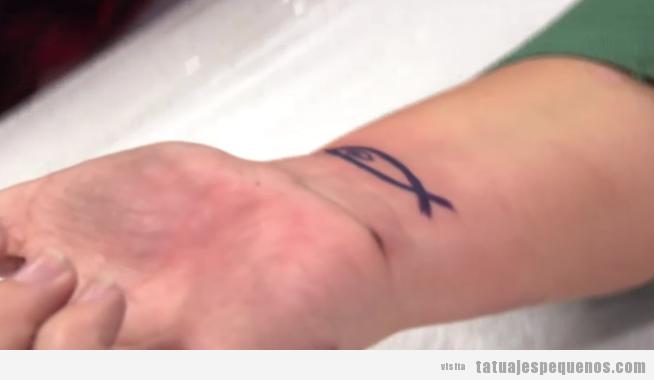 Idea tatuaje pequeño en la muñeca, el pez de El método Osmin