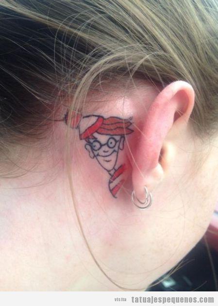 Dónde está Wally, tatuaje pequeño y original detrás de la oreja