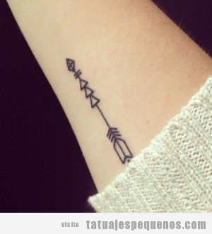 Tatuajes pequeños para chicos  y chicas, flechas en el brazo