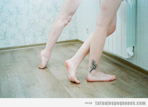 30 tatuajes peque os y bonitos en el tobillo seguro que for Significado de un arbol sin hojas
