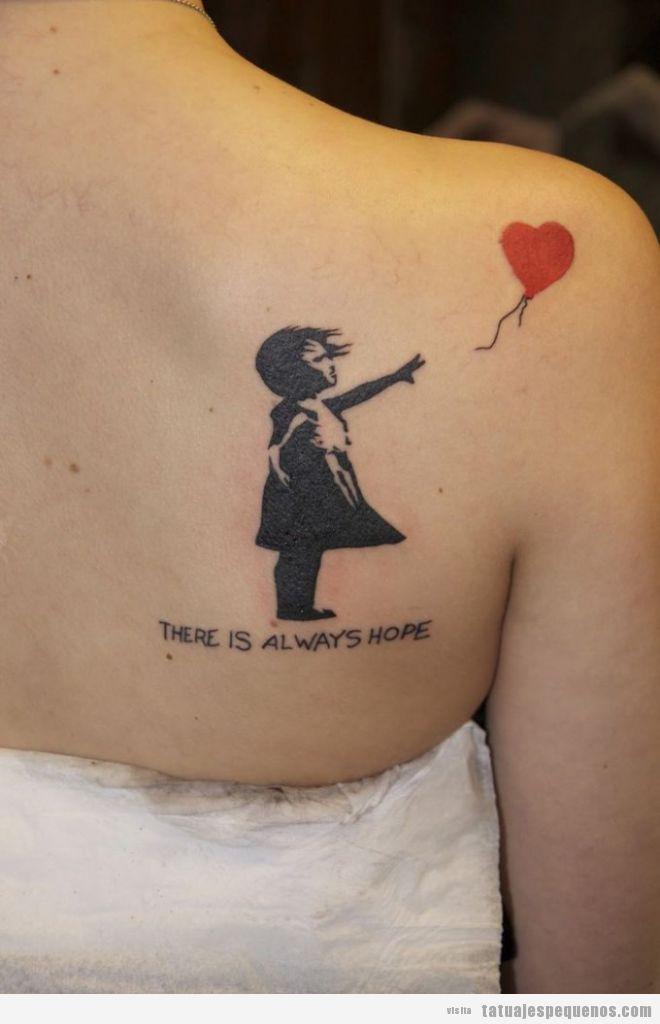 Ideas tatuajes pequeños y originales, graffiti Banksy niña con globo