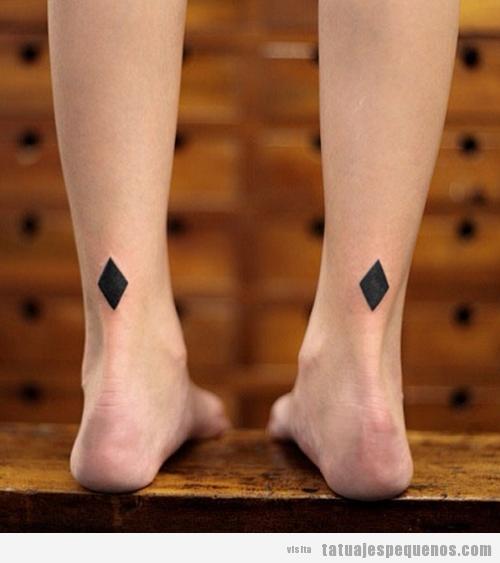 tatuajes-pequeños-dos-rombos-tobillos