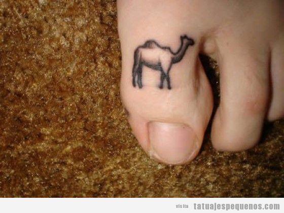 Dedos adolescentes del dedo del pie de camello