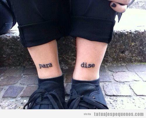 Tatuaje pequeño en las piernas, palabra paradise