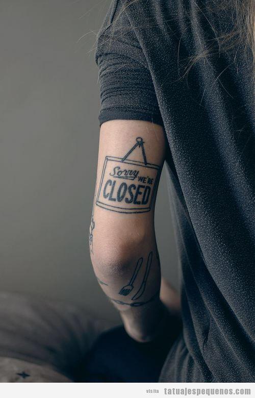 Tatuaje original y pequeño para chicos Sorry we're closed