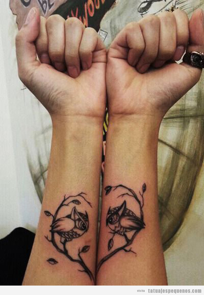 Tatuaje pequeño pareja, dos búhos