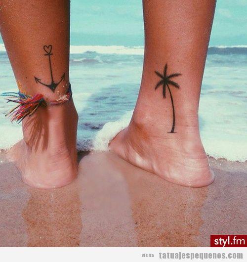 Tatuajes pequeños de palmera y ancla en la pierna
