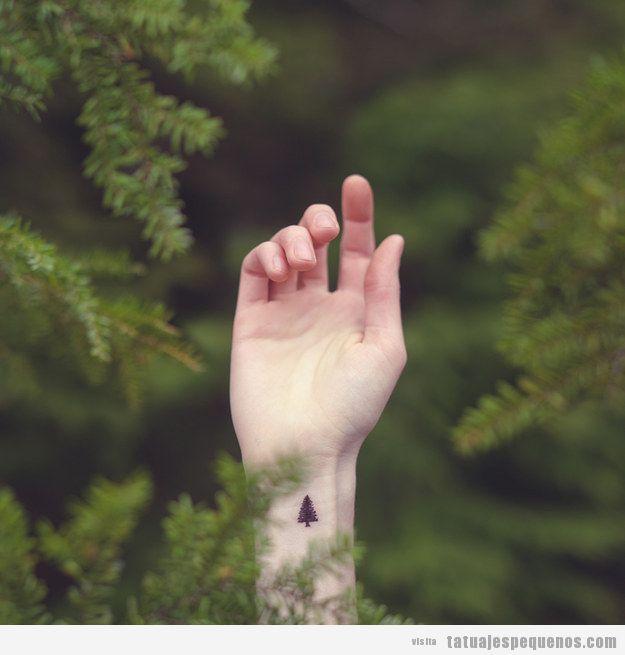 Tattoo muy pequeño árbol muñeca