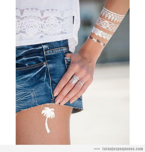 Tatuajes pequeños en brazos y manos de henna blanca