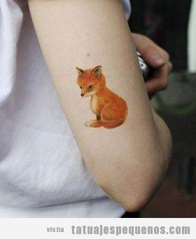 Tatuaje pequeño de un zorro en el brazo