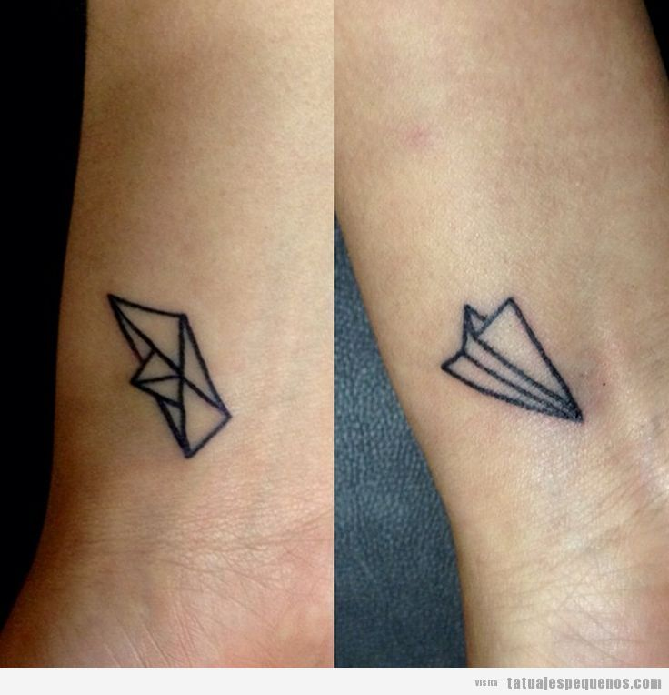 Tatuaje pareja pequeño en pareja, barco y avión papel