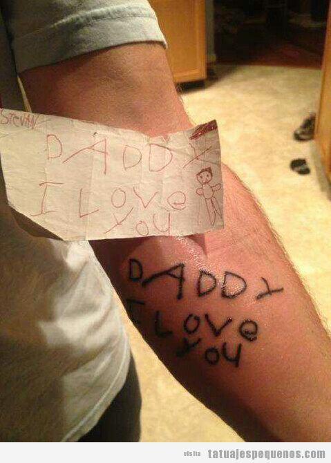 Un padre se tatúa un dibujo de su hijo pequeño: Daddy I love you