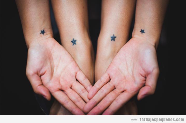 Tatuajes pequeños de estrellas en la muñeca para grupo amigos