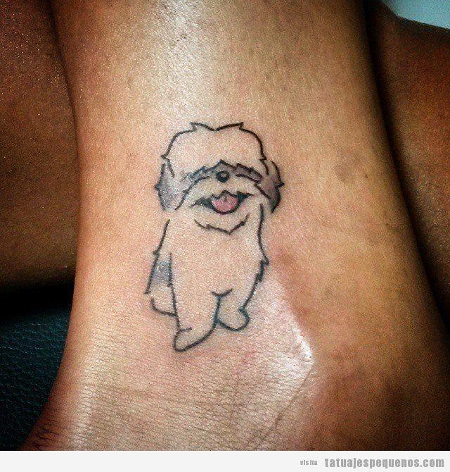 Tatuaje pequeño perro en el tobillo