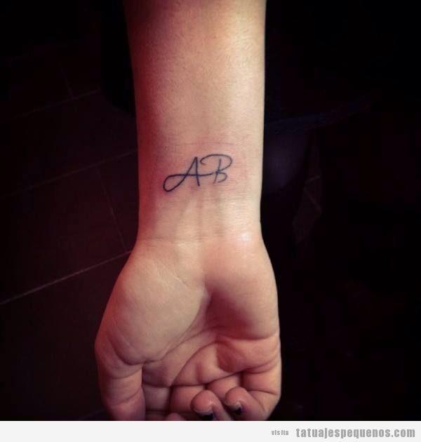 Tatuajes pequeños de palabras y frases con bonita caligrafía 2