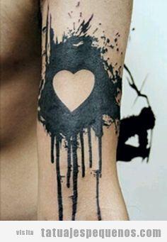 Diseño de tatuajes pequeños estilo gótico y emo 6
