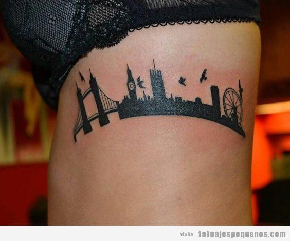 Tatuaje pequeño skyline Londres en costado 2