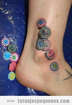 Tatuajes pequeños botones de costura 6