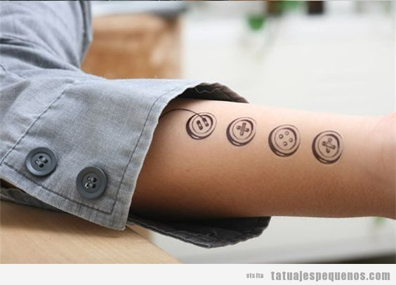 Tatuajes pequeños botones de costura 4