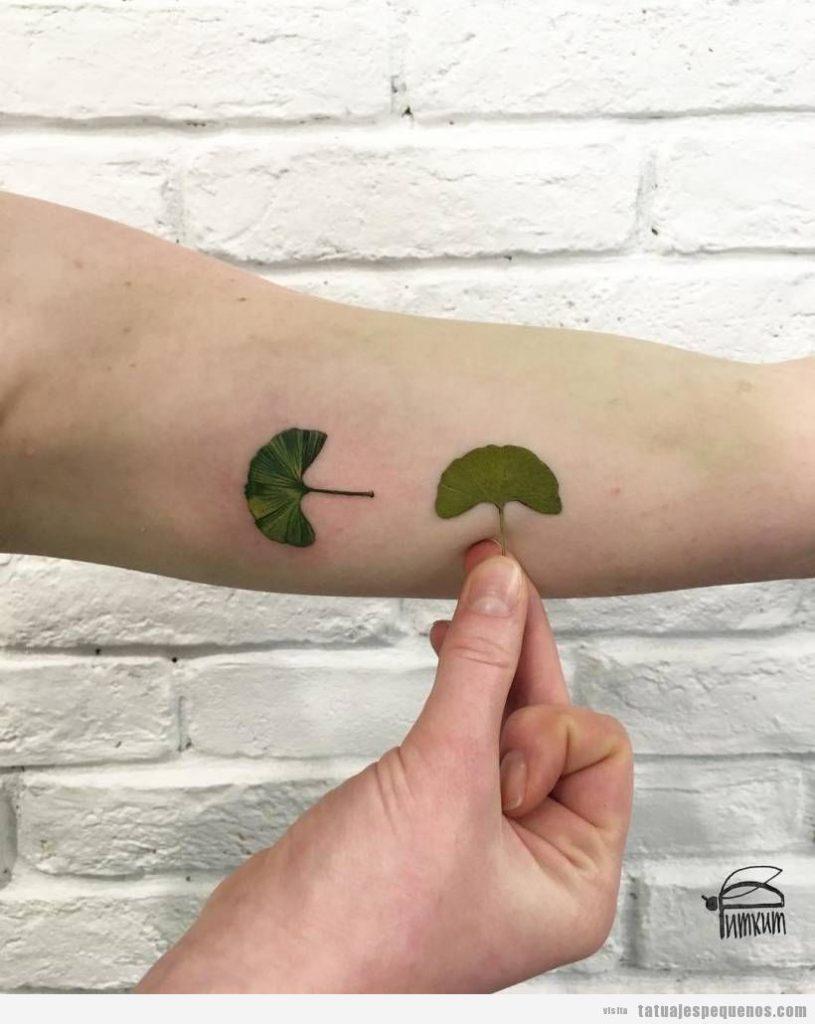 Tatuajes pequeños hojas de gingko en el antebrazo 2