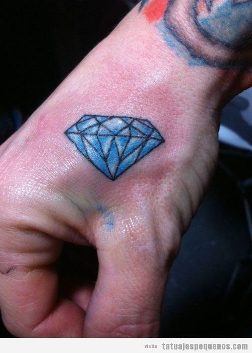 Tatuaje pequeño diamante para hombre en la mano