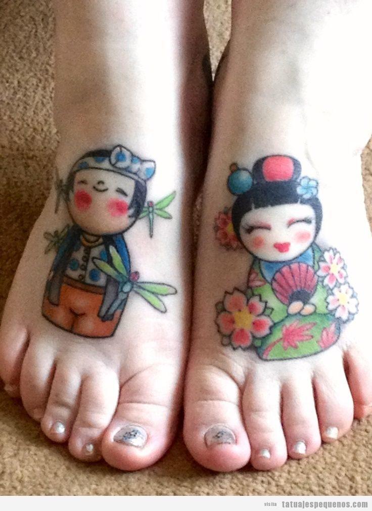 Tatuajes pequeños muñecas kokeshi dolls para mujer en empeine