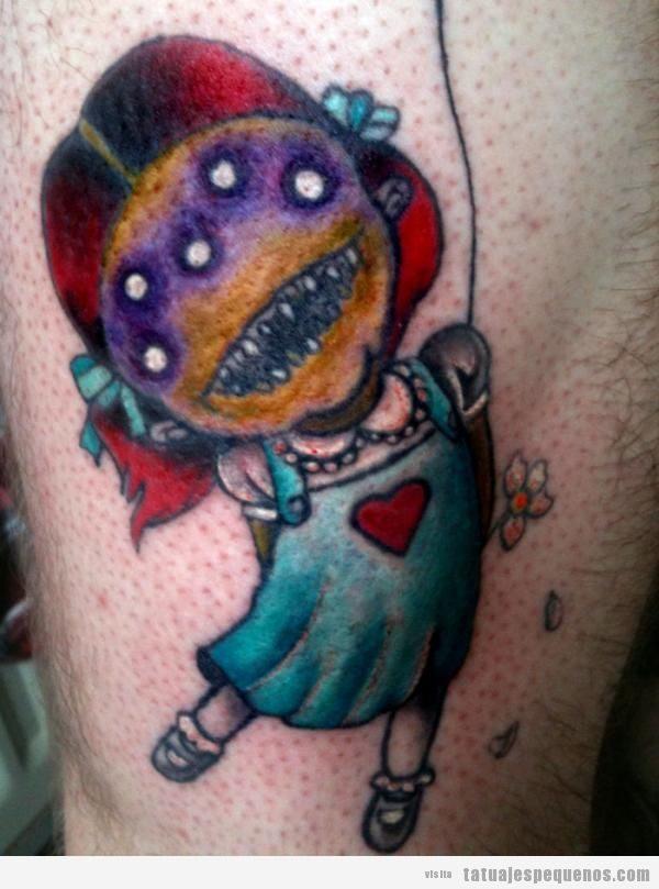 Tatuajes pequeños y espeluznantes o creepy, niña