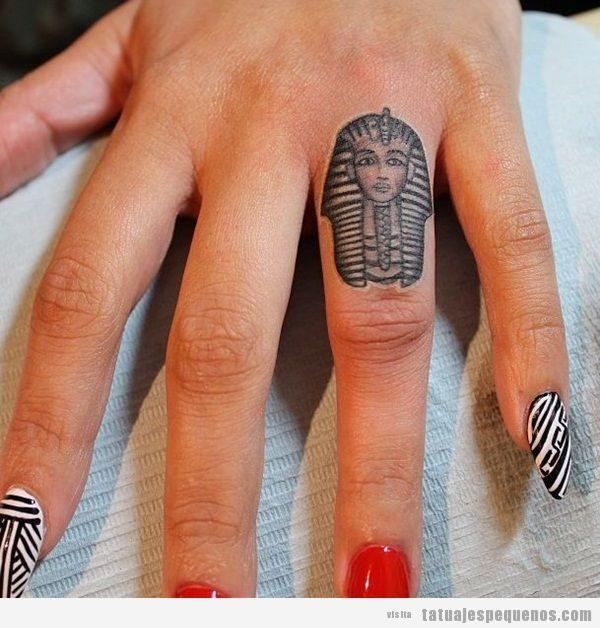 Tatuajes pequeños hombre y mujer antiguo Egipto, Tutankamon
