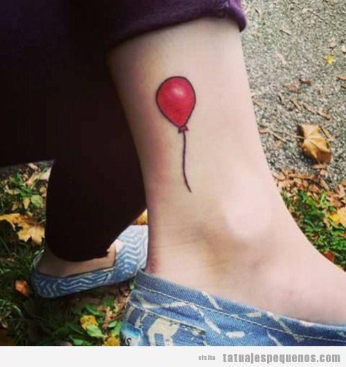 Tatuajes pequeños globo para mujer y hombre en tobillo 3