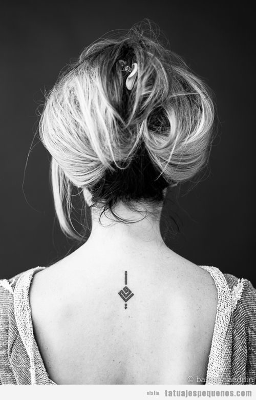 Tatuajes pequeños palabras en árabe, mi madre
