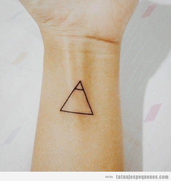 Tatuajes pequeños con significado en muñeca 5