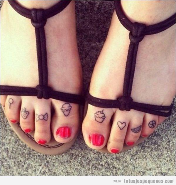 Tatuajes pequeños en los dedos de los pies