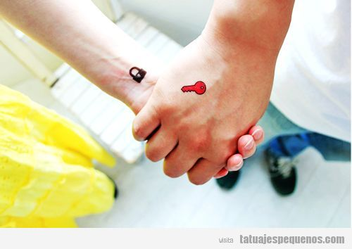 10 Tatuajes pequeños para parejas: ¡Nunca se demostró tanto amor en tan poco espacio!