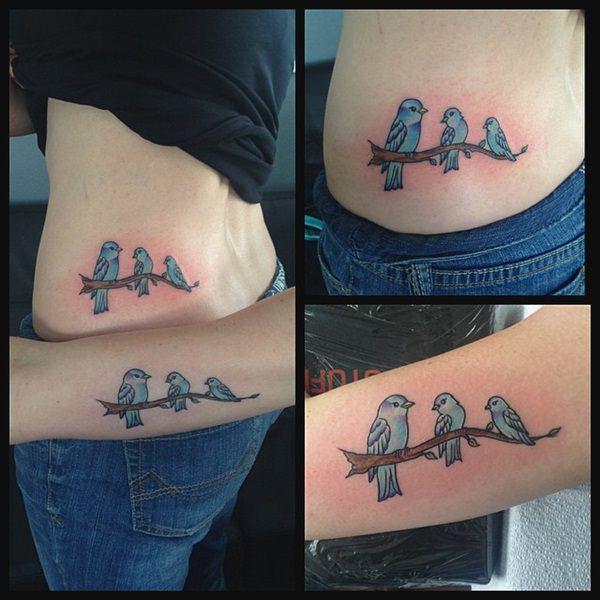 Tatuajes pequeños madre e hija pájaros