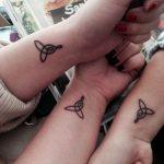 + 20 Tatuajes Pequeños para Madres e Hijas: Diseños Bonitos llenos de Amor 👩👧   👩👧👧