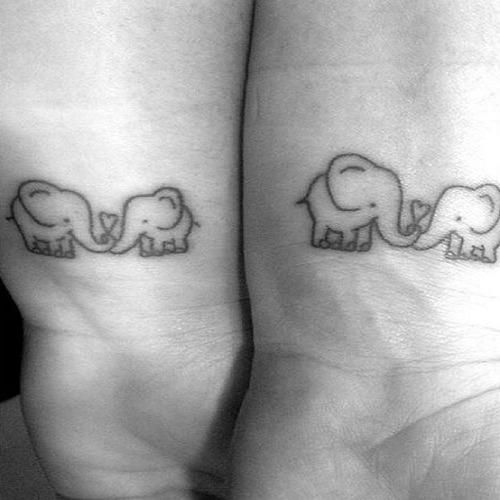 Tatuajes pequeños madre e hija 20