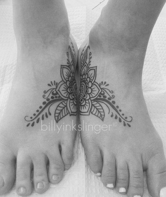 Tatuajes pequeños madre e hija 11