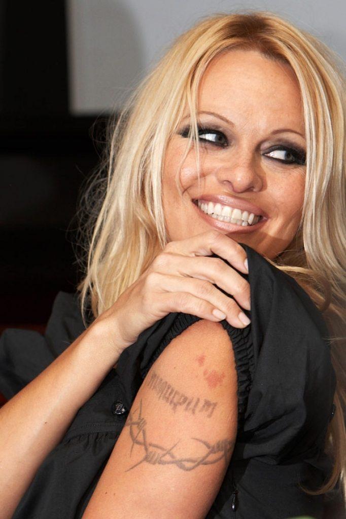 Tatuajes más eliminados, alambre de espinas Pamela Anderson