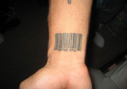 Tatuajes pequeños fecha cumpleaños 6