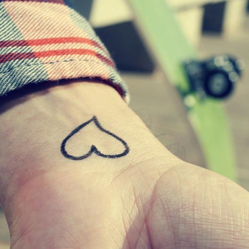 Tatuajes pequeños de amor, corazones 3