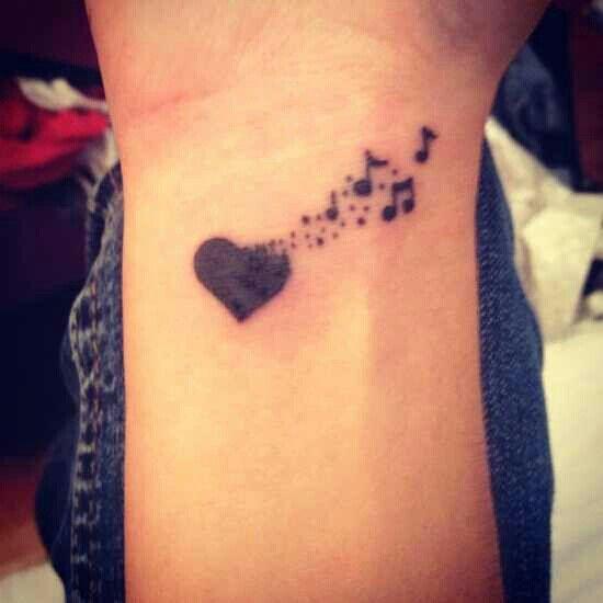Tatuajes pequeños de amor, corazones 4