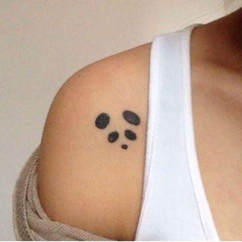 Tatuaje panda hombro 3