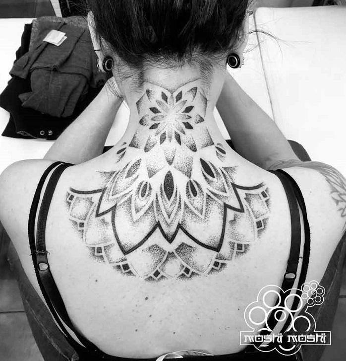 Tatuaje mandala nuca