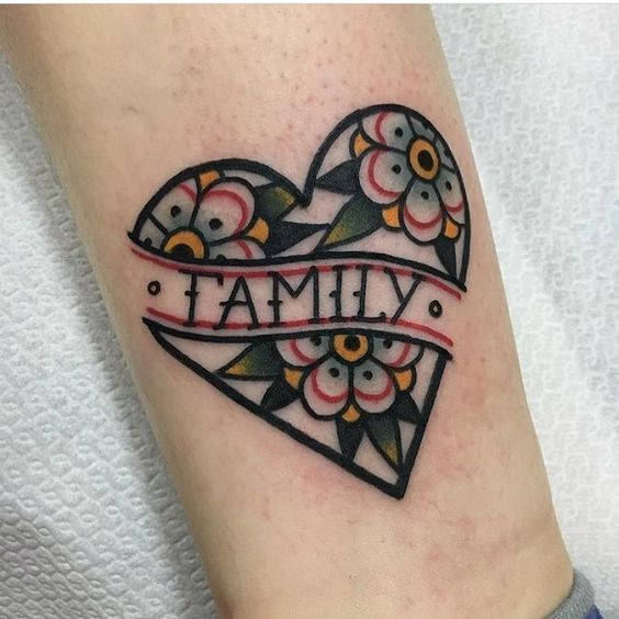 Tatuajes pequeños familia family old school